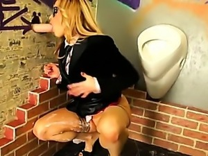 Gloryhole bukkake slut gets slime shower