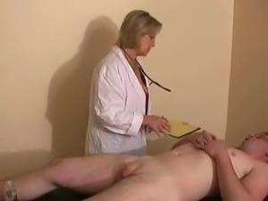 nice amateur handjob clip, with mature woman.