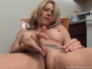 Sexy MILF has a wet pussy free