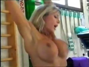 Bodybuilders Fuck in Gym