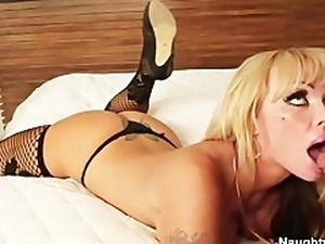 Busty Blonde cougar Houston dresses in lingerie to seduce delivery man