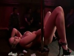 Kelly Divine pole Dancing