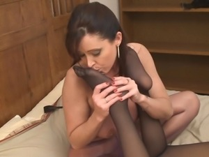 Lesbian Worshipping Smelly Pantyhosed Feet!