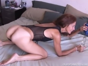 Mature amateur loves it anal free