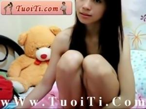 Them 1 e bim khong lo vuot chym truoc WC wWw.TuoiTi.Com free