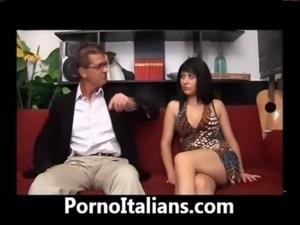 Italian cheating wife - blowjob super cock- Moglie infedele italiana - free