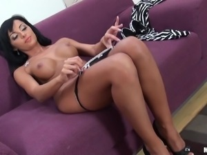 brunette slut perfect body sucking big dick