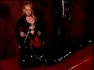 Leather mistress whips slave in latex