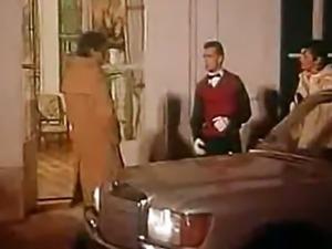 marido iniciando a esposa no swinger