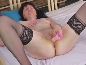 mature masturbates knowing she's watched