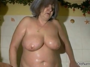 Nasty mature slut gets horny getting her