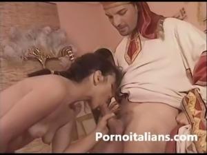 Natasha kiss pornostar italiana con due cazzi nella figa pelosa