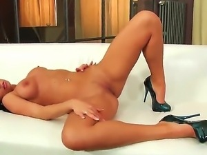 Hot ass brunette Victoria Blaze moans and groans as she fingers her pretty...