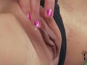 Brown haired sedcutress Nataly Gold in barely there bra and