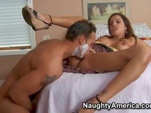 Francesca Le is a brown hired sexy mom of his