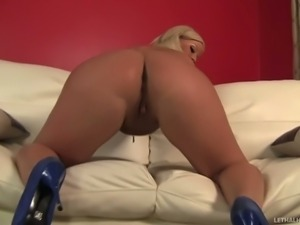 Charming blonde Julie Cash with big ass and sexy juicy