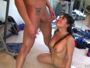 There are sweet brunettes and blondes in this cumshot compilation