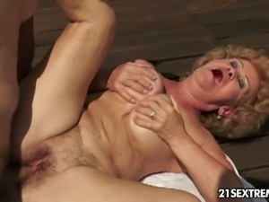 Hot mature effie gtes banged by the poolside