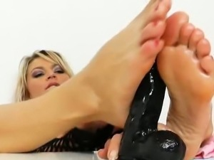 Sophia magic with good-looking feet