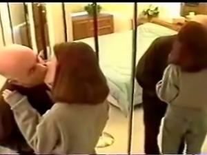 le grand père pervers se tape sa petite fille salope