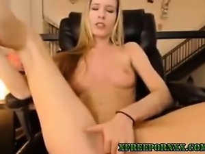 Squirting Gorgeous Blonde