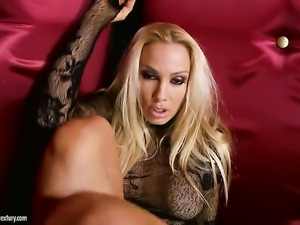 Blonde seductress Sandy shows nice solo tricks with her new sex toy
