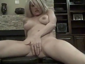 awesome blonde rubbing her clit on webcam