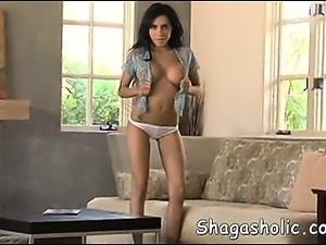 Beautiful Lela is so alone - Shagas