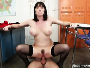 Rayveness with big bottom gets her bush fucked by Dane Cross for your viewing...
