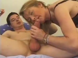 Anal lessons for a blonde french mature
