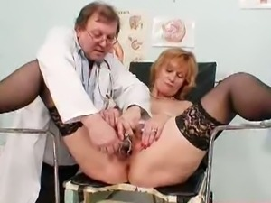 Granny kvetuse goes to the gynecologist.