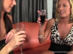Sexy Slender Katie Jordins First Lesbian Tongue-fuck!
