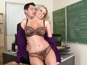 Julia Ann fulfills her sexual needs with guys meat pole in her mouth