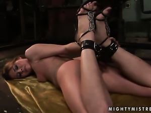 Blonde Rebecca Contreras gets her cunt stretched by lesbian Sinead