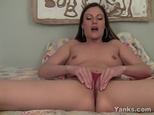 Ultra sexy brunette amateur babe Samantha fingering and toying her delicious...