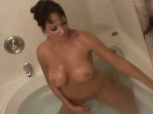 Milf Mia massages her clit in the bathtub