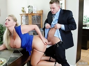 With gigantic boobs puts her soft lips on Bill Baileys rock hard love stick