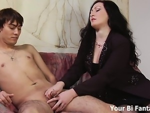 Kinky guy gets a prostate massage from a mature slut