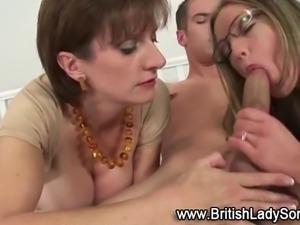 Strapon clad pussy ramming brit milf sucks in threesome