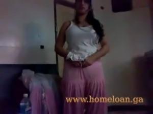 Punjabi Bhabhi in Pink Salwar Suit MMS Leaked free