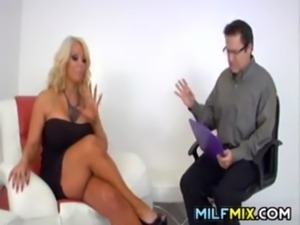 MILF Getting Her Ass Worshipped free
