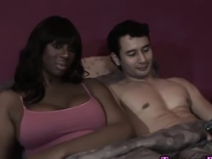 Ebony tranny gets blown