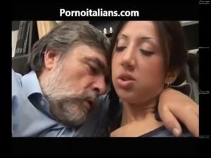 Ragazza giovane italiana fa pompino allo zio vecchio - Young Italian blowjob...