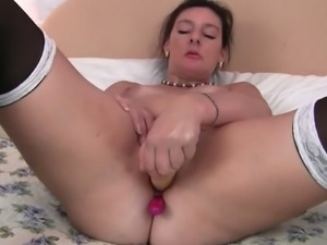 Mature mom Gianna toying her pussy