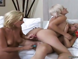 Blonde breathtaker Jane with bubbly butt and clean twat groans as she fucks...