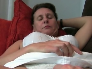 Masturbating mature moms Emanuelle and Inge