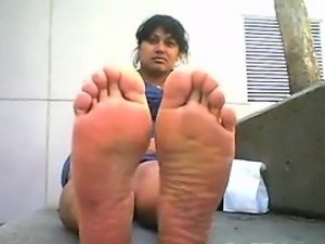 Cute Arab Girls Stinky Feet Outside