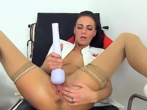 Glamour girl first squirt