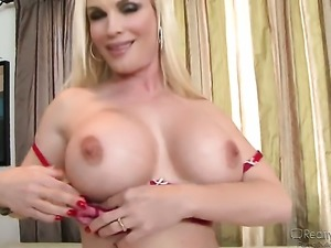 Brunette Faye Reagan massages her pussy