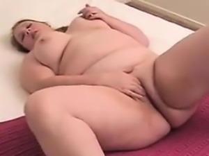 Fat Amateur Girl Fingering Her Pussy